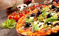 Không có lò nướng vẫn làm bánh pizza bằng chảo đón năm mới