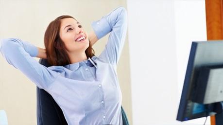 4 động tác đơn giản giúp dân văn phòng giảm đau mỏi