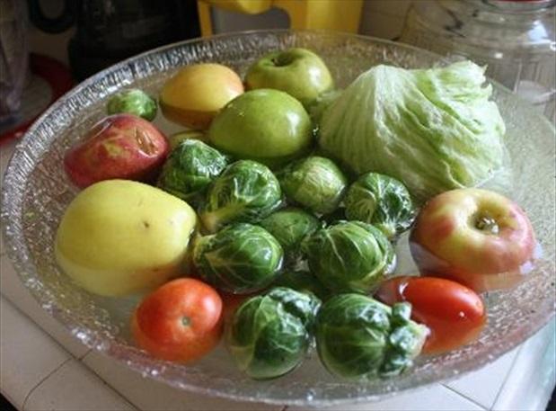 Tiến sĩ dinh dưỡng: Quên nước muối đi, hỗn hợp này mới là cách tẩy 100% hóa chất trên rau quả