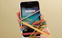 Khi bạn ngẩng đầu khỏi điện thoại, người thân đã không còn nữa...
