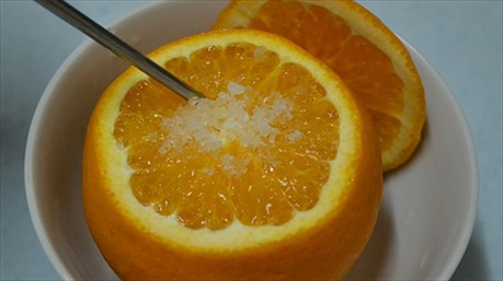 Hướng dẫn cách làm cam/ quýt hấp muối trị ho khan, ngứa cổ