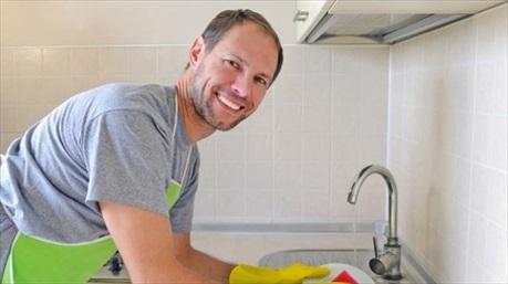 Khoa học chứng minh- đàn ông rửa bát giúp vợ dễ thành công trong sự nghiệp hơn
