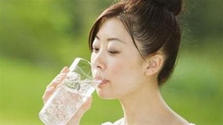Học người Nhật uống nước để tránh xa ung thư và tiểu đường