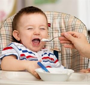 Chế độ ăn uống lành mạnh cho trẻ trong mùa hè