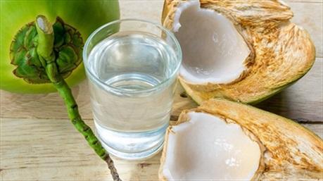 Lợi ích và những lưu ý cần tránh khi uống nước dừa