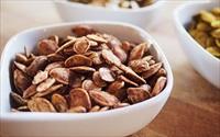 Cách làm hạt bí thơm ngon, béo ngậy lại tốt sức khỏe cho những ngày Tết