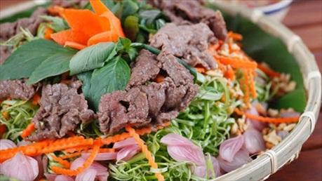 Đổi vị bằng món nộm rau muống thịt bò giòn ngon hấp dẫn lại bổ dưỡng