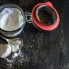 Vì sao giảm lượng muối ăn vào được xem là biện pháp tiết kiệm nhất giúp cải thiện sức khỏe?